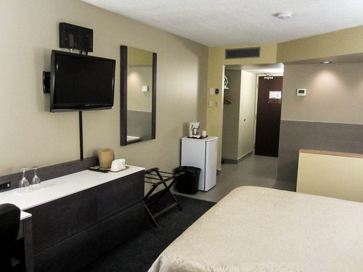 Gatineau hotel auberge de la gare gatineau hull for Chambre avec bain tourbillon montreal